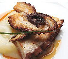 Recetas Pulpo A La Plancha Con Crema De Coliflor Y Salsa A La Gallega Gastronomia De Galicia Recetas Pulpo A La Recetas De Comida Gastronomia Pulpo Recetas
