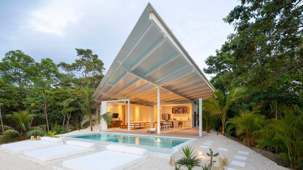 An Angular Roof Spans Across This White House Designed By Architecture Firm Studio Saxe In A Remote Part Of Costa Rica In 2020 House Roof Architecture House Design