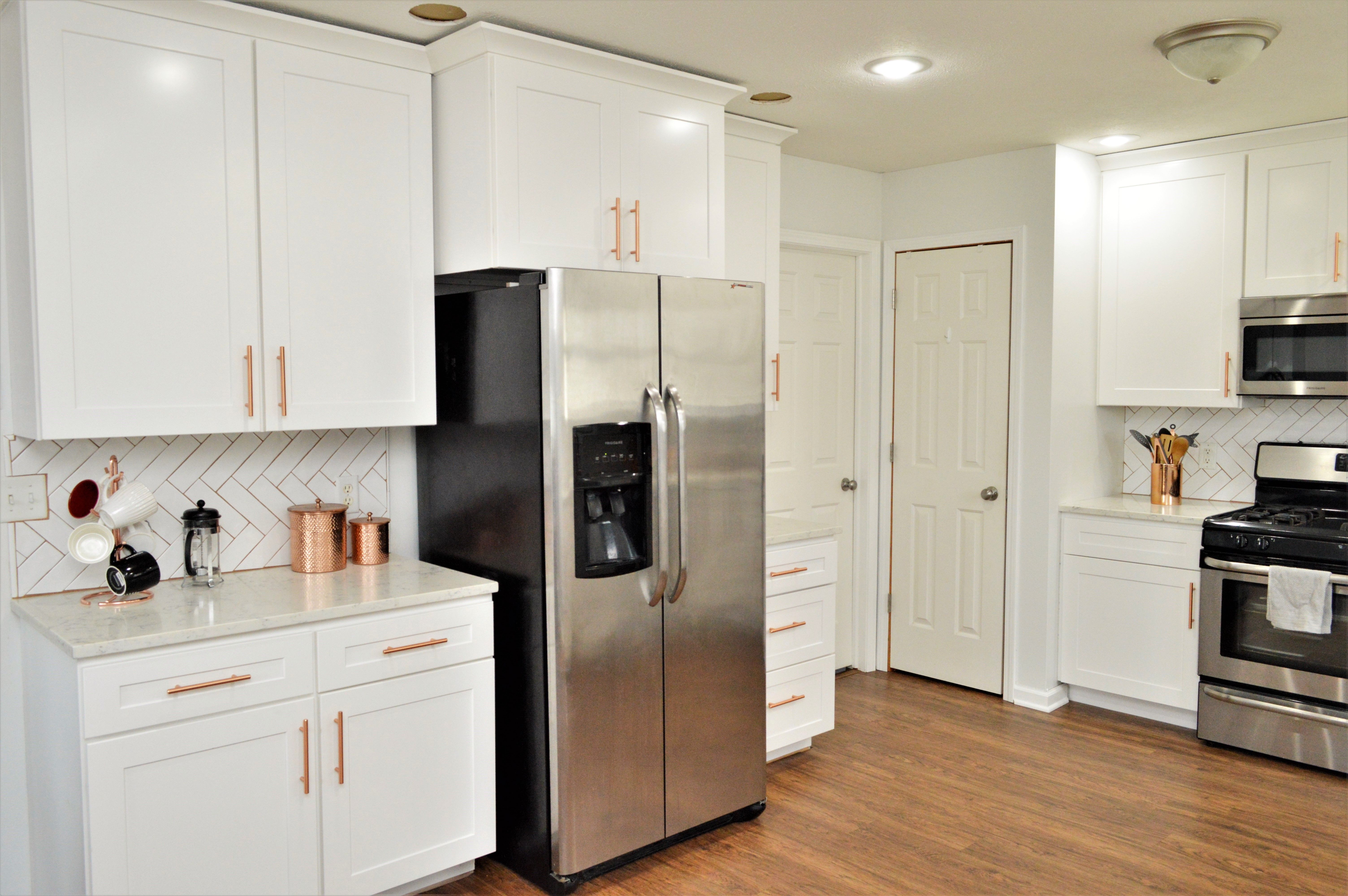 Bailey S Cabinets Baileytown Usa Select Maple White Finish Jamestown Door Style In 2020 Kitchen Cabinetry Cabinet Kitchen