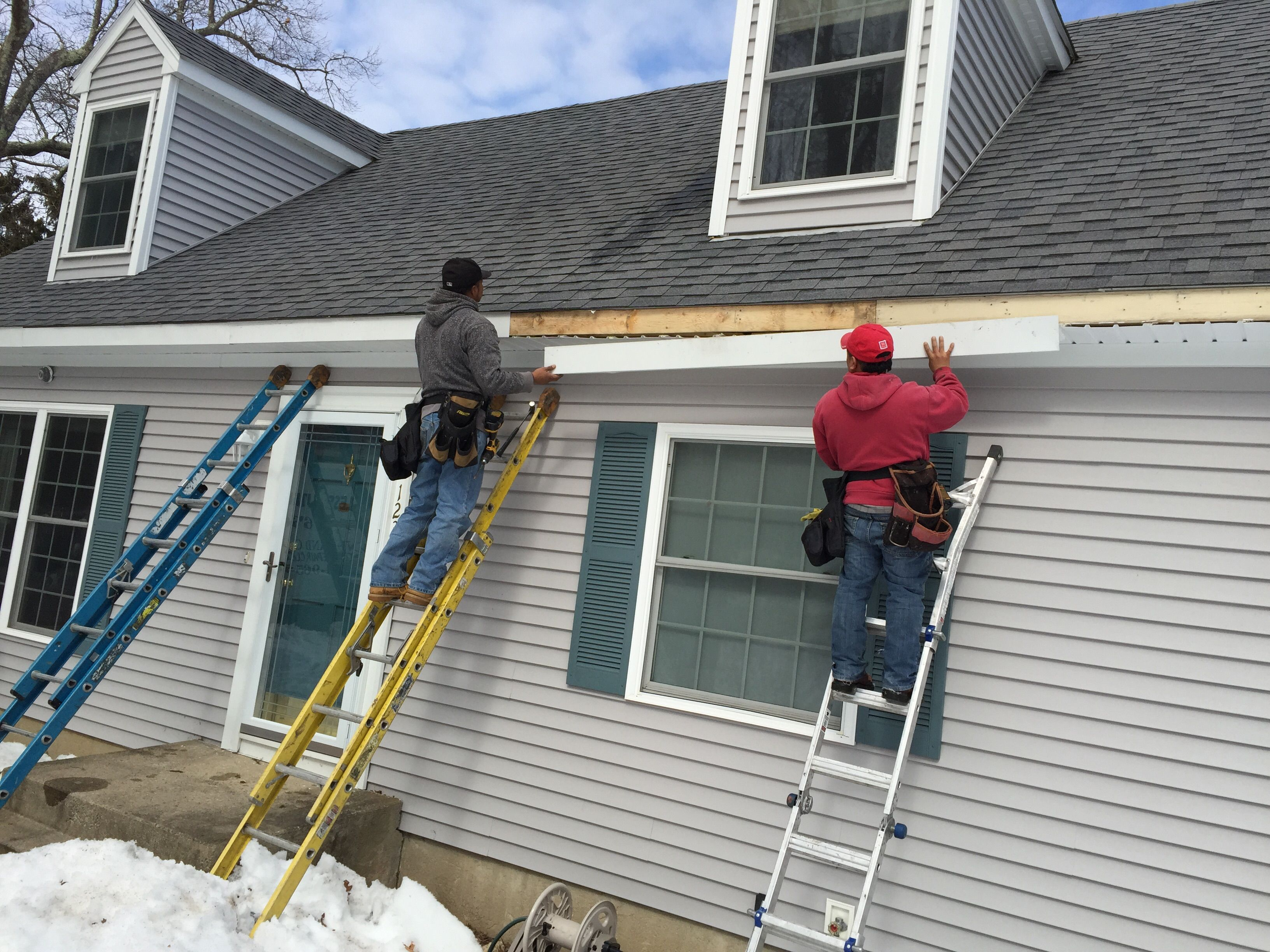 Wondering Whom To Contact With For High Level Gutter Installation And Repair Services Log On To Gutterinstalla Seamless Gutters Cleaning Gutters Gutter Repair