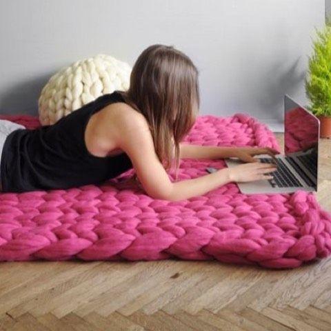 je r ve de faire un tapis en grosses mailles pour faire un espace lecture jeux pour mon b b. Black Bedroom Furniture Sets. Home Design Ideas