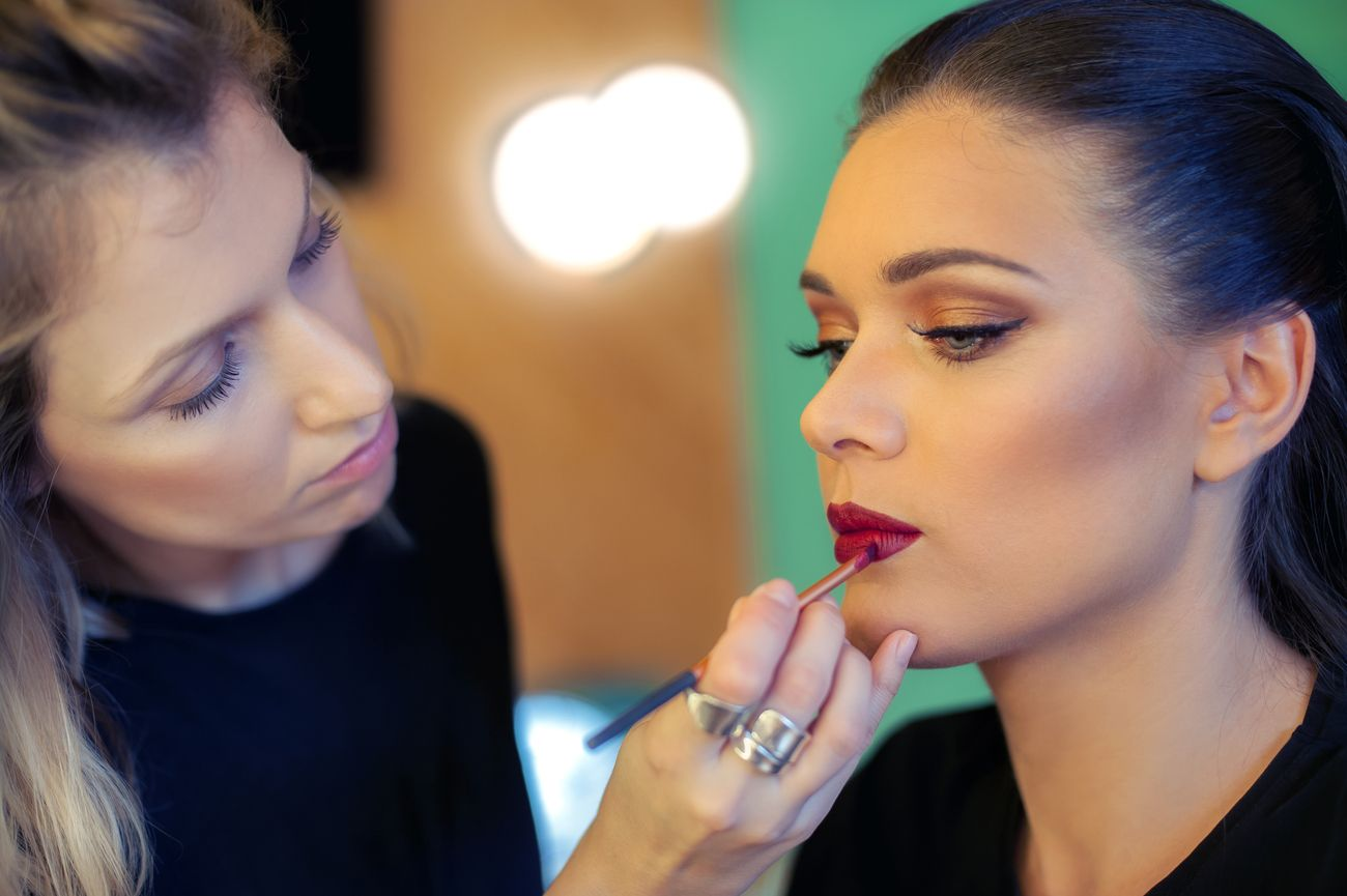 Learn About The Top 6 High Paying Makeup Careers That Every Professional Makeup Artist Should Set Their Sights In 2020 Career Makeup Makeup Professional Makeup Artist