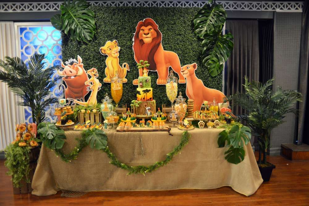 Leo's Lion King inspired 1st birthday party | CatchMyParty.com #safaribirthdayparty