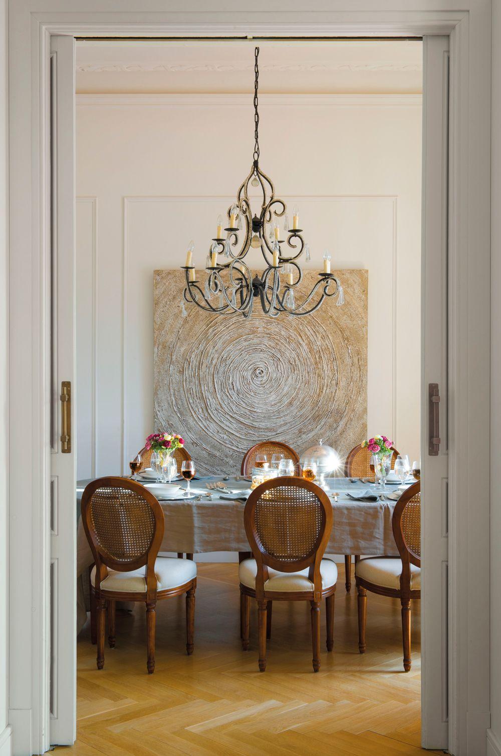 Comedor con puertas correderas l mpara de forja sillas for Puertas correderas comedor
