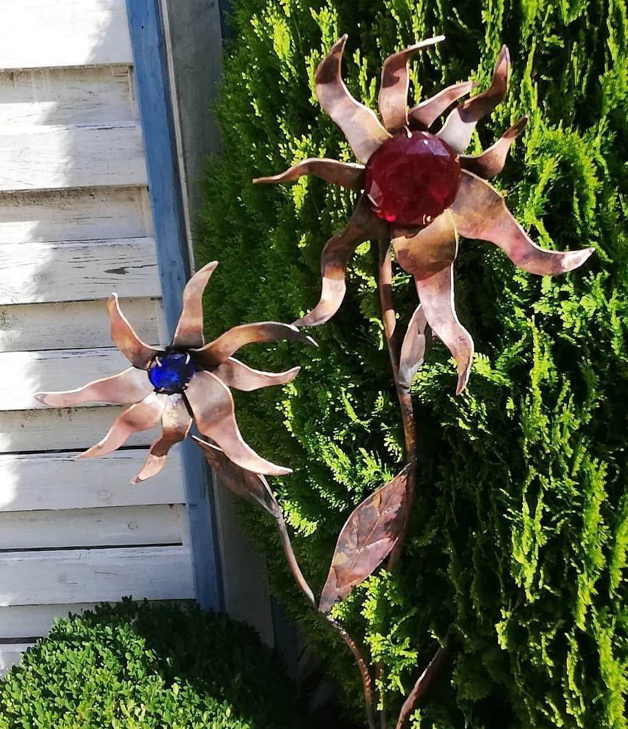 Fantasieblume Mit Glasbrillianten Fur Ihren Garten Kupferkunst Kupfer Blume Kunst Kunstmarkt Ahaus Kreisborken Dekorati Kupfer Kunst Blumen Garten Deko