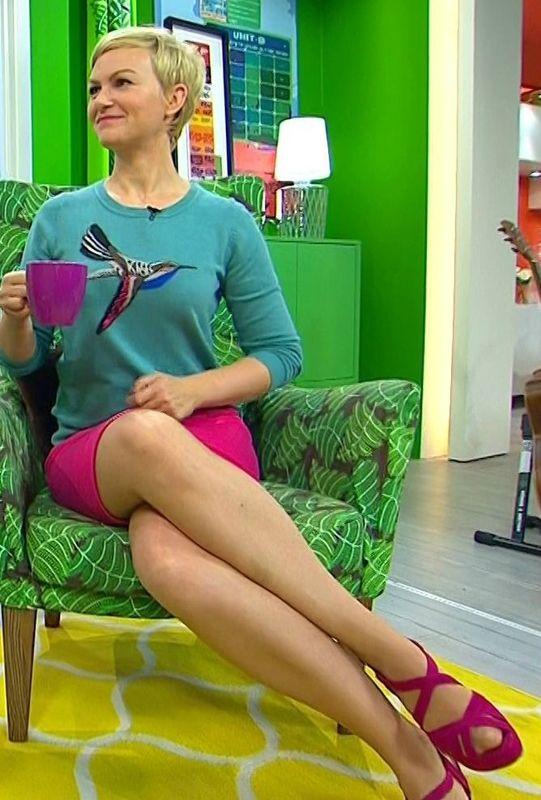Karen Heinrichs Les Jambes Pieds Et Talons Hauts Vus A La Tele Karen Frau Schone Frauen