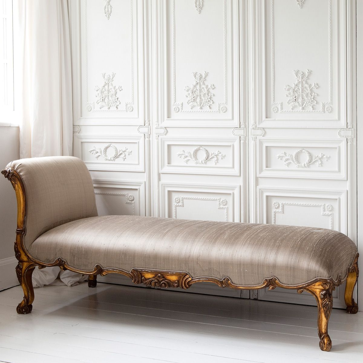Versailles gold chaise longue french bedrooms chaise for Bedroom loveseat