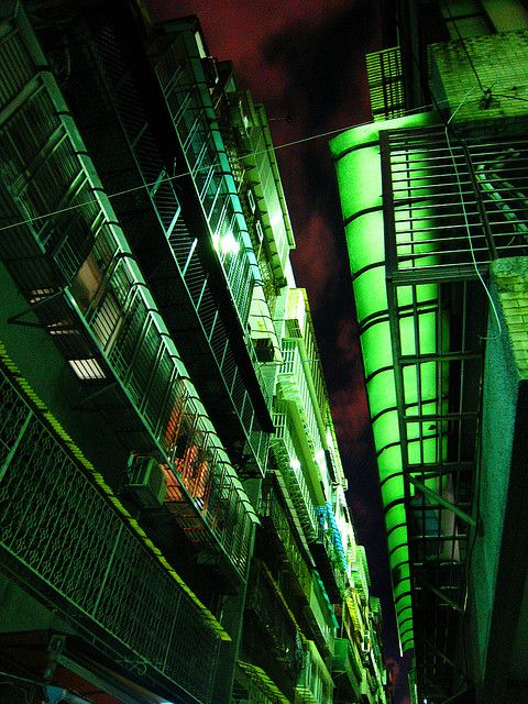 drageons:  green alley by Poagao on Flickr.