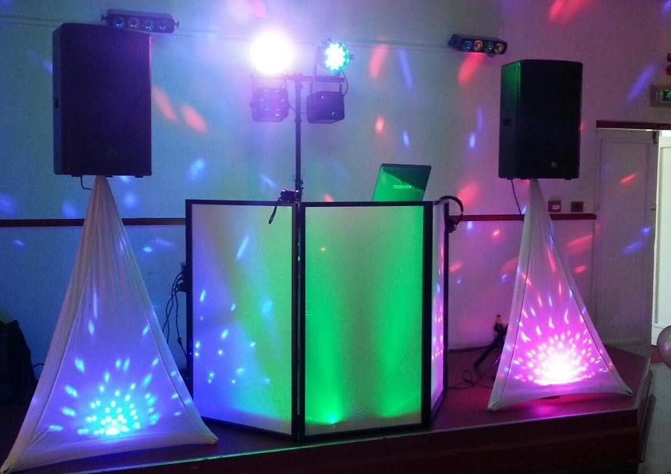 Discothèque mobile dj pour un soirée party de bureau mariage