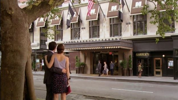 23 Life Hacks According To Gossip Girl Gossip Girl Chuck And Blair Empire Hotel