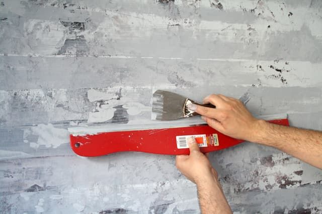 Diy Home Decor How To Paint A Faux Concrete Wall Finish Faux Concrete Wall Concrete Walls Diy Concrete Wall