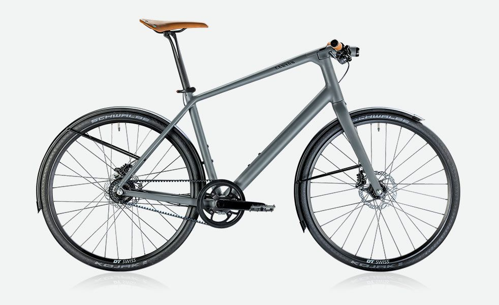 When looking for an urban commuter bike, it can be tough to find one that marries style with functionality. Usually the scale dips too far in one direction. The Canyon Commuter 7.0 strikes the perf...