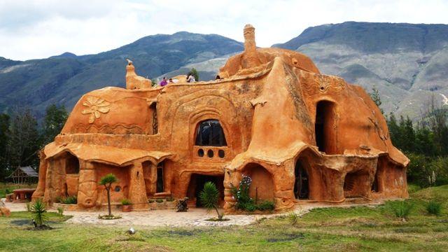 Casa De Barro Villa De Leyva Casas De Arcilla Edificios Naturistas