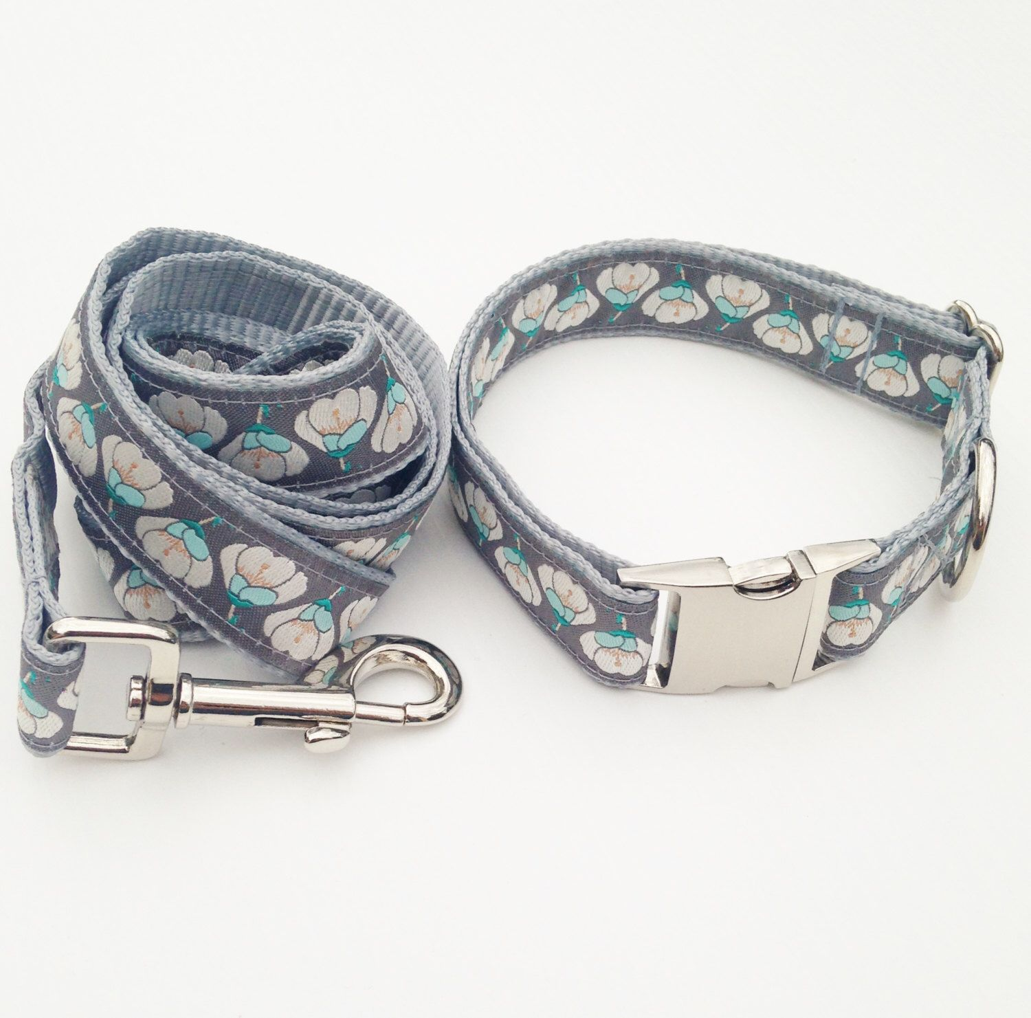 Beautiful Vintage Inspired Nesting Blooms Patterned Patterned Adjustable Dog Collar and Leash Set. by WillowDogDesigns on Etsy https://www.etsy.com/listing/251995869/beautiful-vintage-inspired-nesting