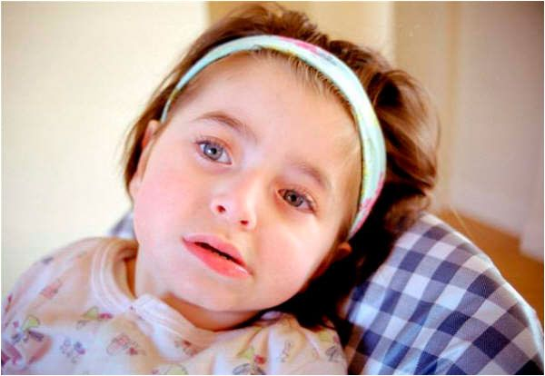 LA DIGNIDAD DE ASHLEY X Cuando los padres dieron a conocer la situación de esta niña en año nuevo, tal vez no pensaron que su historia desataría tantas controversias. http://www.malditoinsolente.com/index.php/hablemos/la-mente-del-lobo/bailando-con-lobos/161-la-dignidad-de-ashley-x
