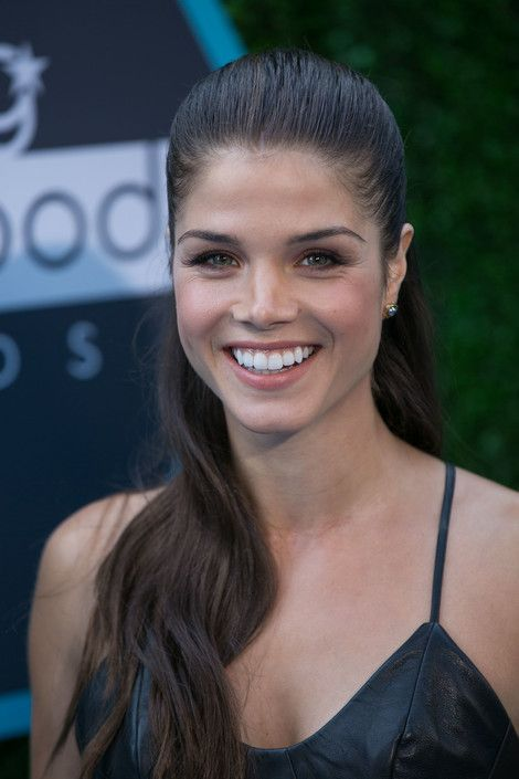 marie avgeropoulos ins...