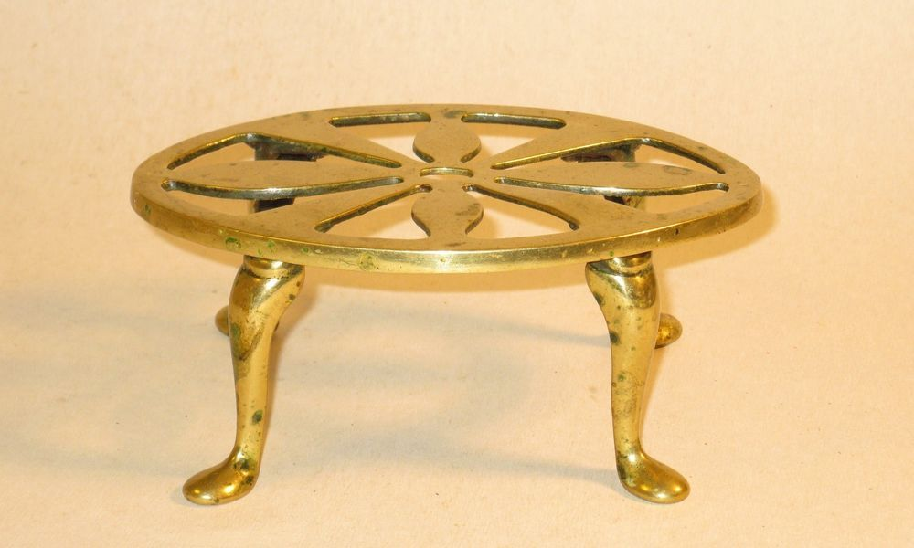 NICE 18TH CENTURY BRASS TRIVET WITH MAKERS MARK