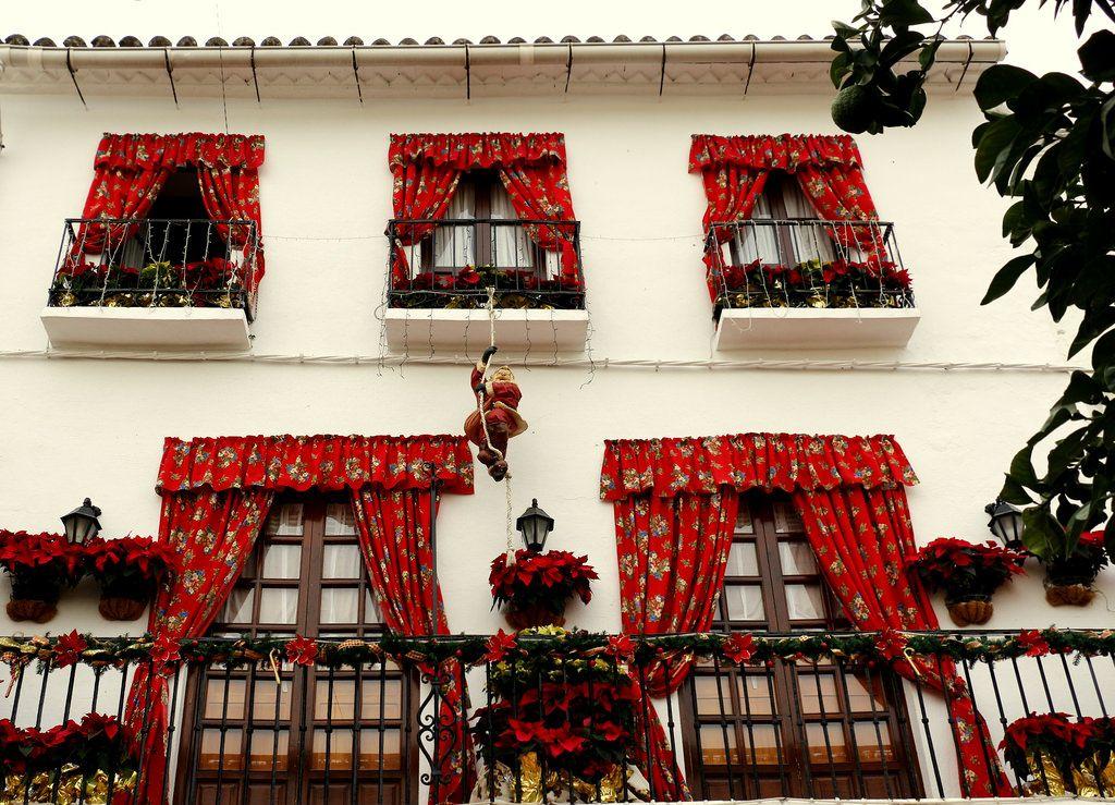 Navidad.   Fachada de un restaurante. Marbella, España