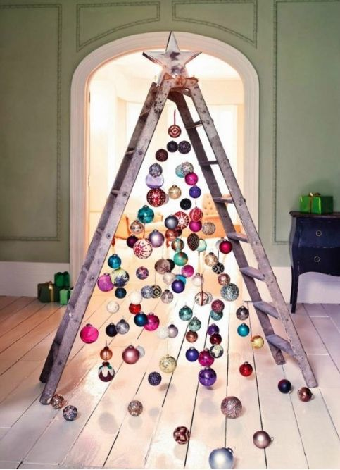 use an old ladder as an christmas tree! Christmas diy projects and