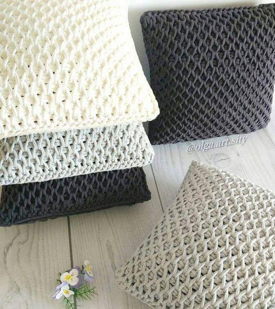 Almohadones tejidos con trapillo o totora en crochet for Cojines de trapillo