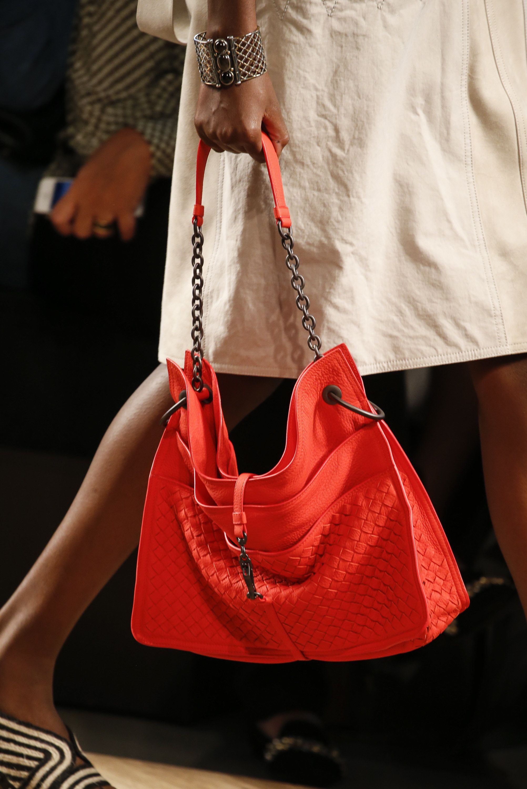 14d25e99ff92 Bottega Veneta Spring 2016 Ready-to-Wear Accessories Photos - Vogue Fashion  Bags