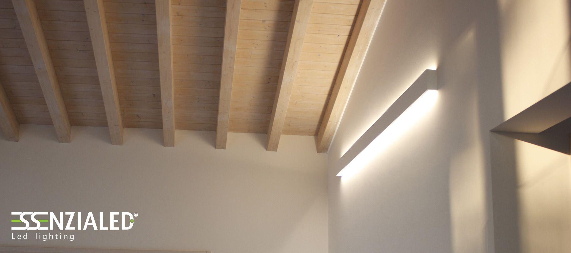 Lampada a parete Led dal design Essenziale realizzata su