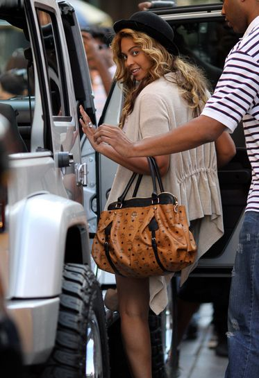 a2652e4b602352 Celebrities for MCM. Beyonce in MCM #mcm #bag #streetstyle #fashion