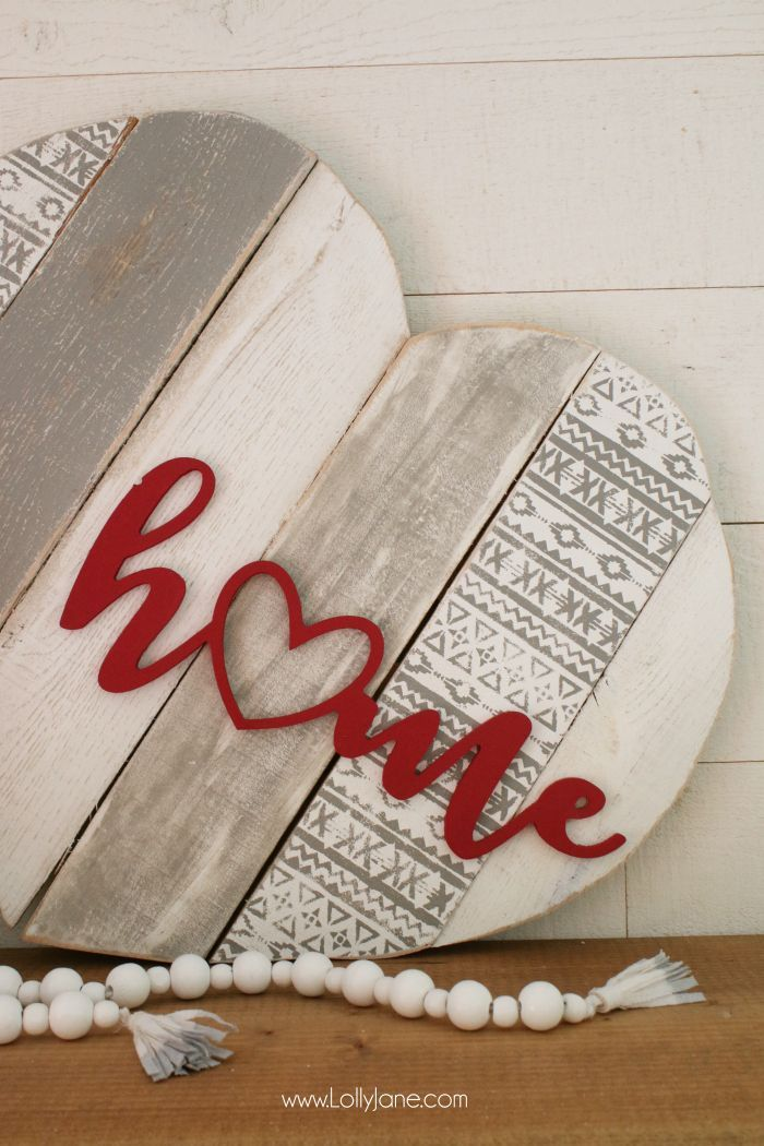 DIY Heart pallet art home stencil sign! Such a fun way to upcycle