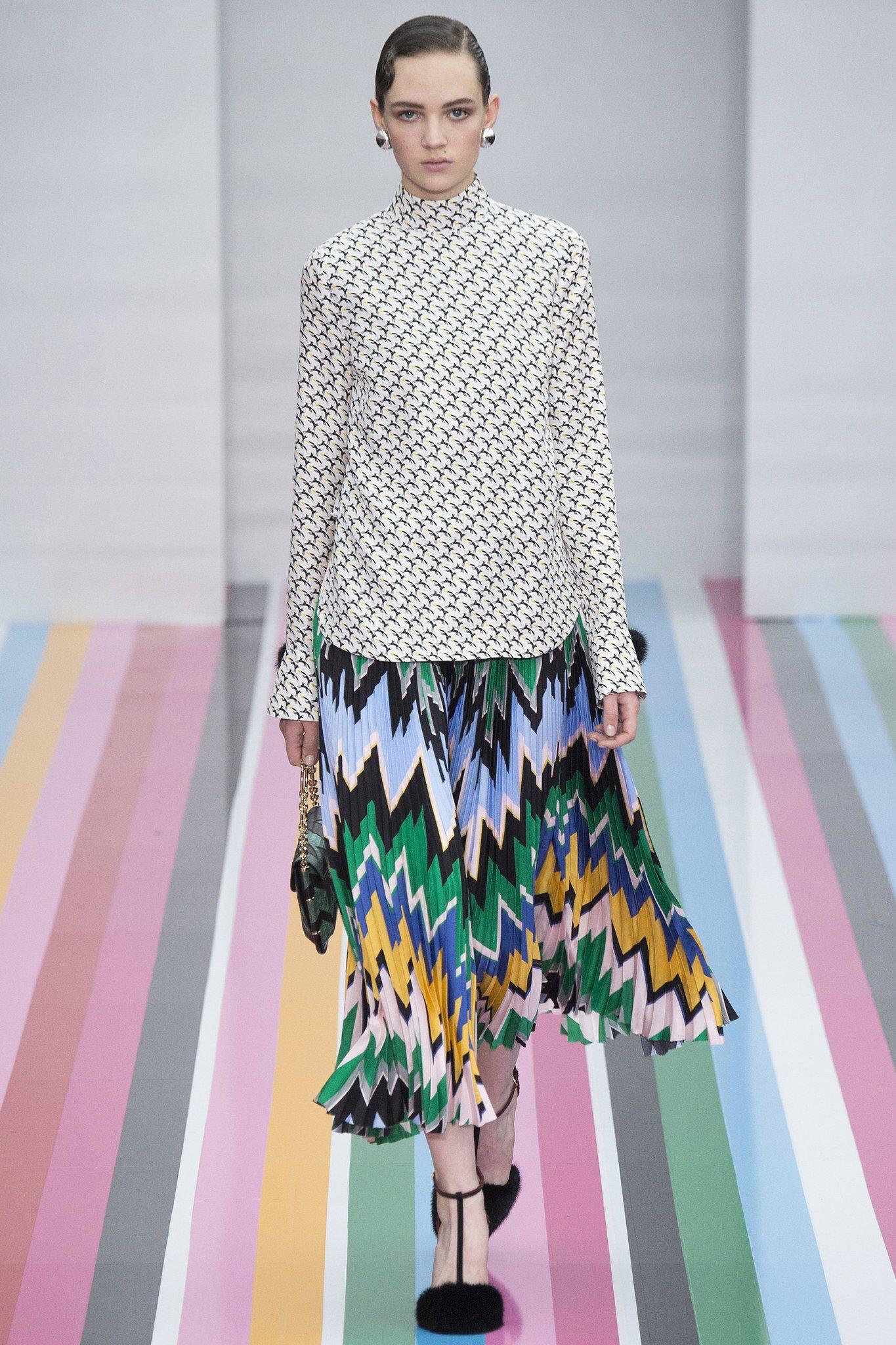 ecuador negocio Pebish  Salvatore Ferragamo Fall 2016 Ready-to-Wear Fashion Show   Fashion, Pleated  fabric, Fashion show