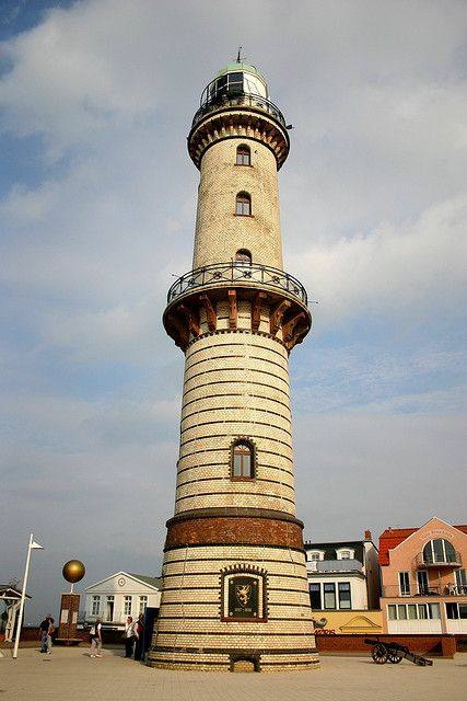 The warnem nde lighthouse warnemunde germany for Urlaub in warnemunde