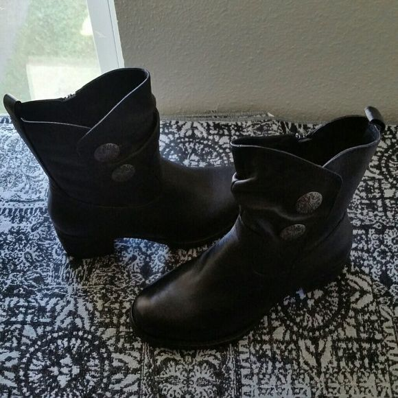 """GORGEOUS..BLACK BOOTS  STUDS.. EXCELLENT CONDITION. ..NEW LISTING. ..GORGEOUS BLACK BOOTS WITH METALLIC GRAY STUDS ON THE SIDE AS SHOWN ON PIC...true to there size and color black ..they have a zipper on sides...no flaws...there really nice ..on 4 pic  your could see they have hardly any wear to them ..better in person...HEEL IS 2"""" 1/2 CLOSE TO 3 """" HEEL. TARA M Shoes Heeled Boots"""