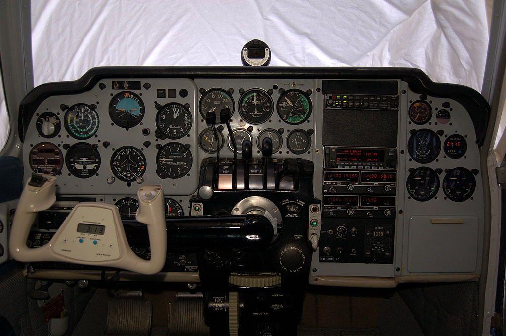 Baron 55 cockpit - Beechcraft Baron - Wikipedia   Flight Sim