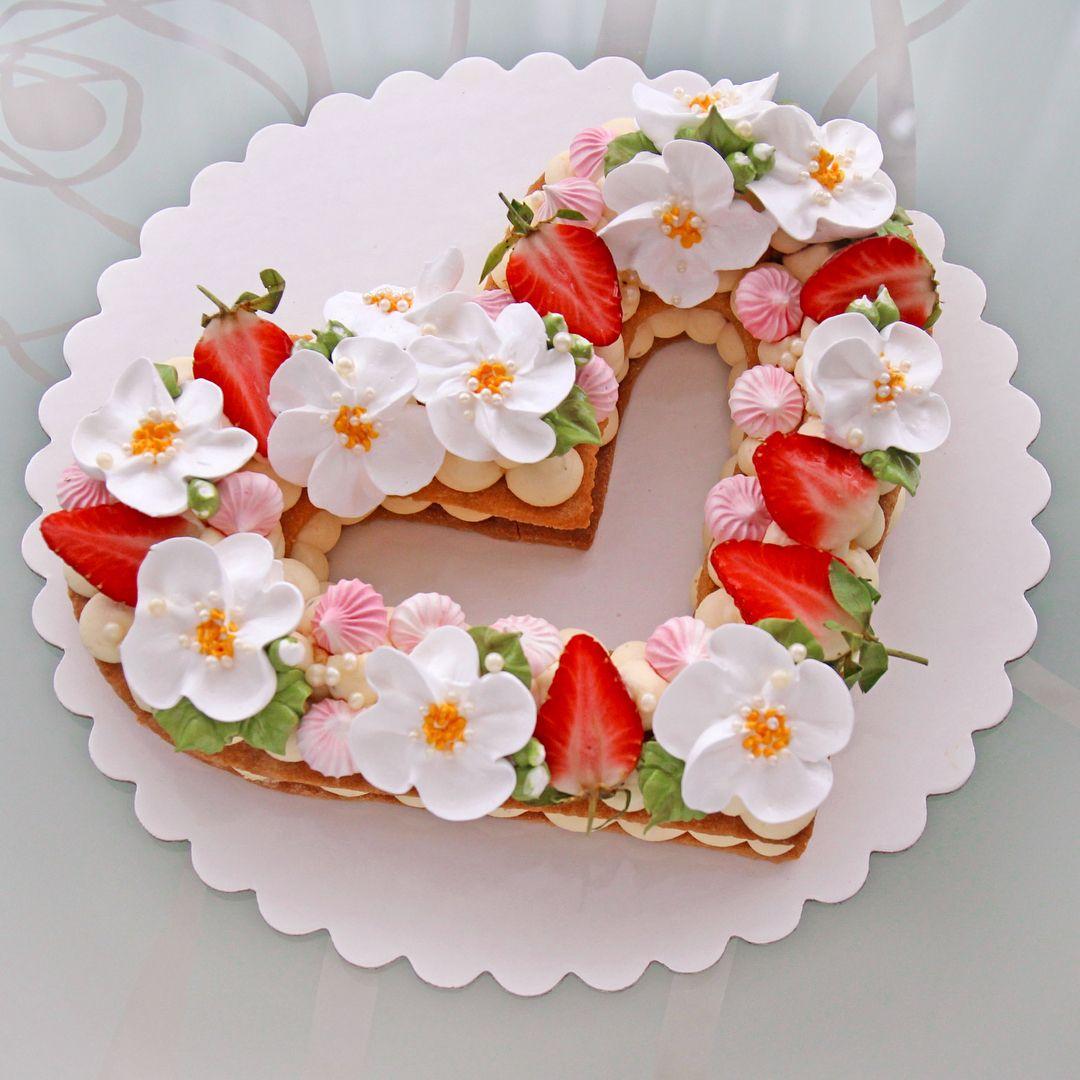 есть картинки торт сердечком на именины оформление наволочку можно стирать