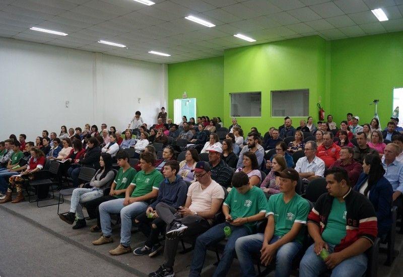 A Frente Parlamentar em Defesa da Economia Solidária, presidida pela deputada Luciane Carminatti, promoveu emSãoMigueldoOeste, na segunda-feira (23),o Encontro Region