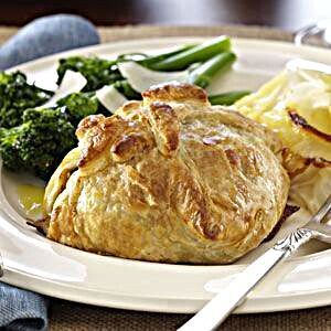Photo of Perfect for holidays, this beef wellington is also impressiv…