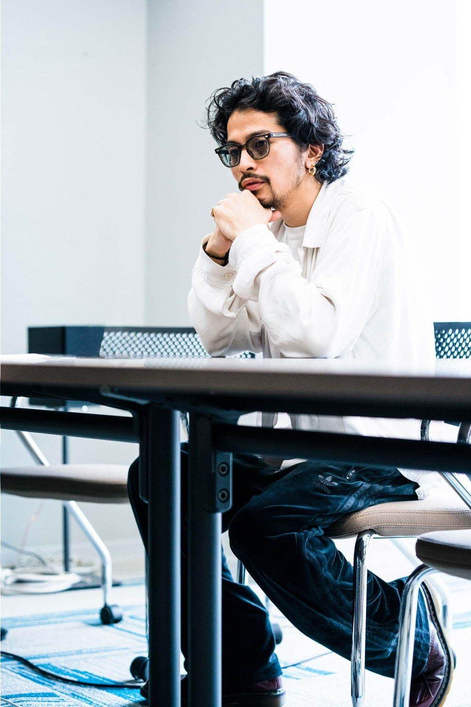 写真23 33 King Gnu常田大希にインタビュー 白日 のヒットで報われた 次は皆で大合唱できる曲を メンズ ヘア パーマ メンズ ヘアスタイル 髭 スタイル