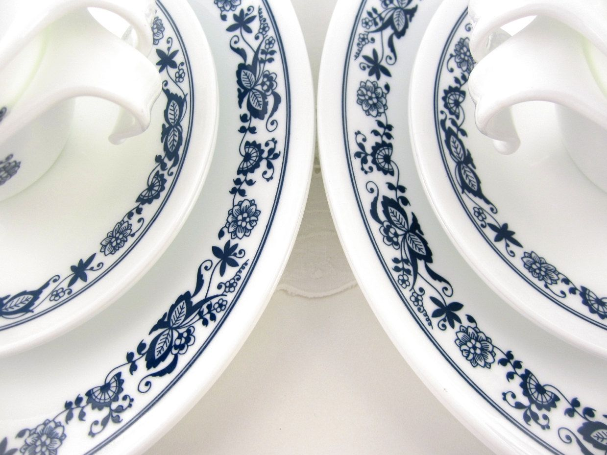"Vintage Corelle ""Old Town Blue"" #corelledining  vintage kitchen  Pinterest"