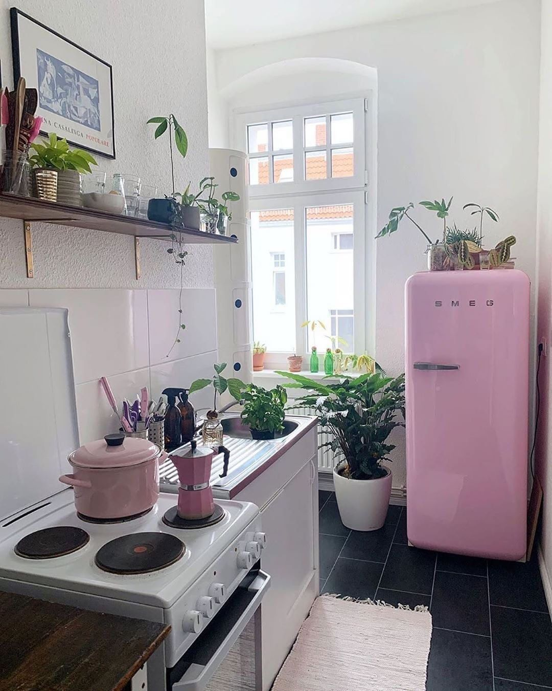 trouva on instagram that pink smeg though berlinhomelove mytrouva on boho chic interior design kitchen id=11459