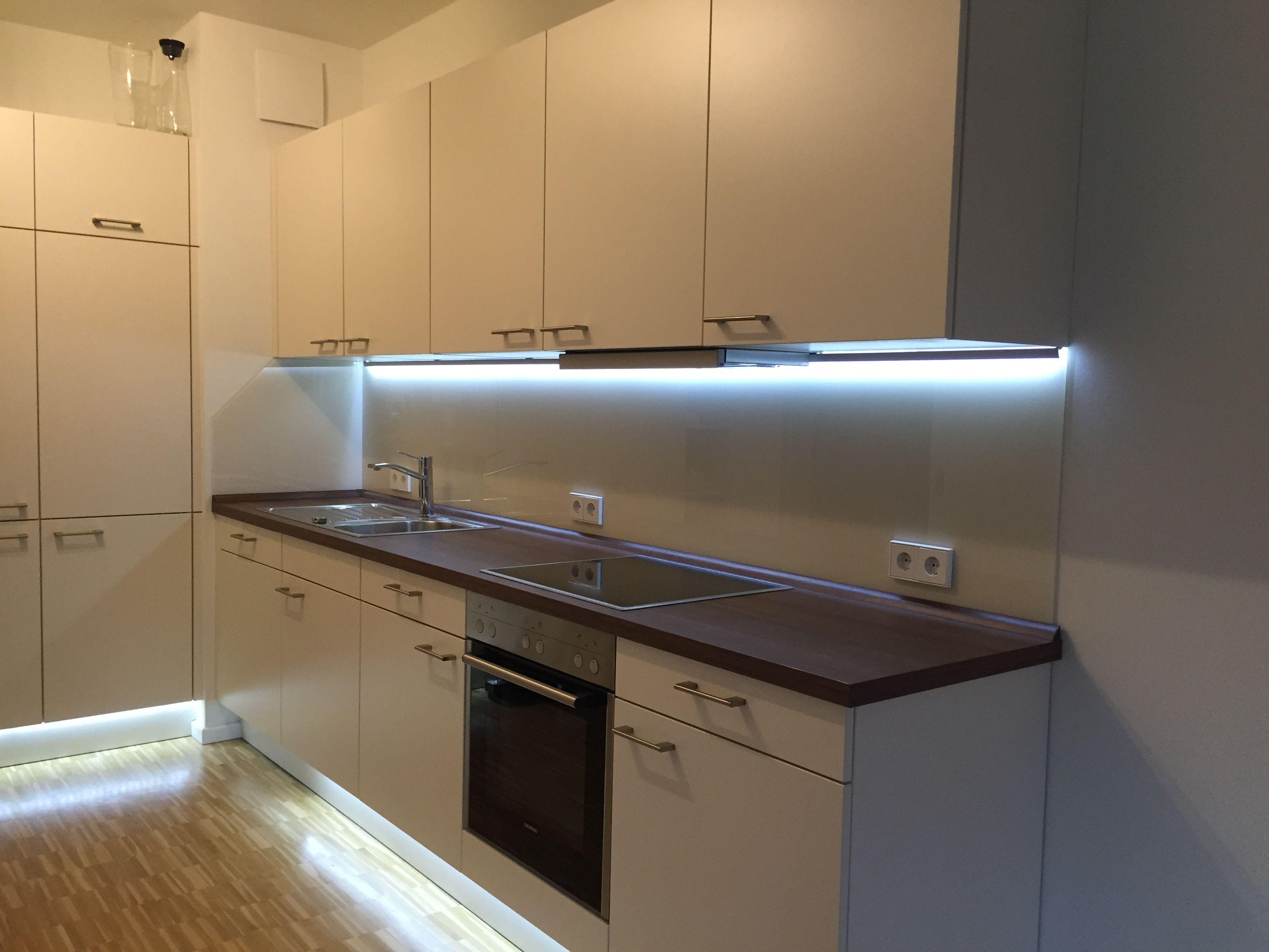 Beleuchtete Küchenrückwand ~ Küchenrückwand aus glas mit indirekter beleuchtung glaserei