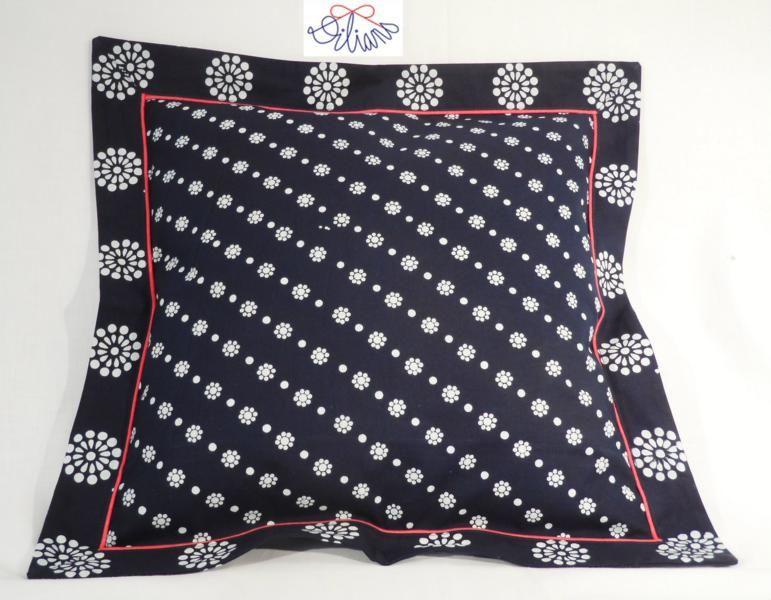 kleiner kissen mit rand aus einem anderen muster und roter paspel n hen pinterest kissen. Black Bedroom Furniture Sets. Home Design Ideas