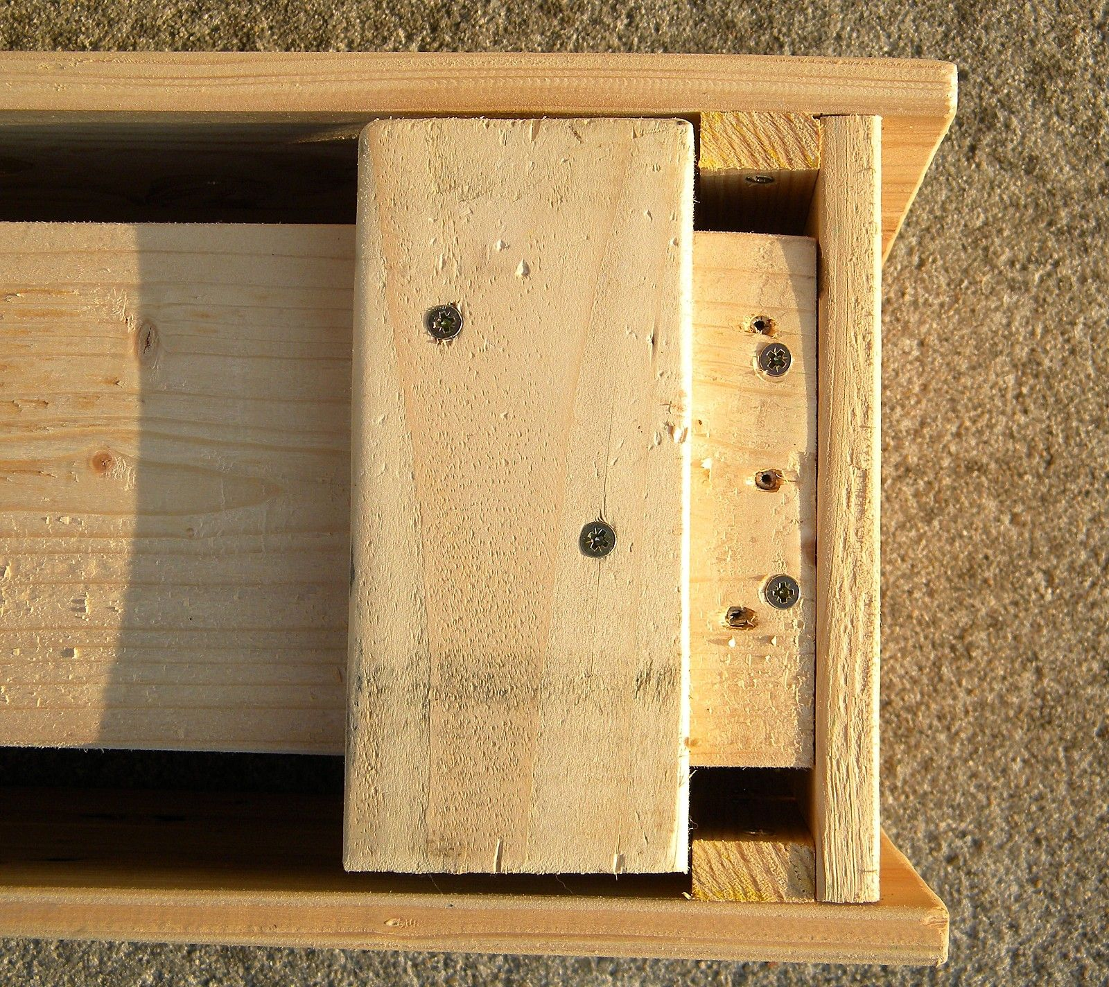 Fabrication d 39 une jardini re avec une palette en bois article jardiniere - Fabrication jardiniere bois ...