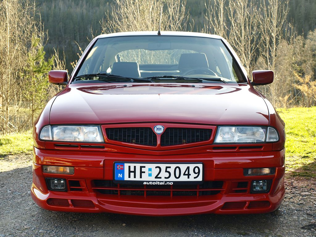 Lancia Delta Hf Hpe Photos News Reviews Specs Car Listings Lancia Delta Delta Car