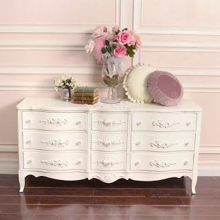 Love the look of this white dresser.