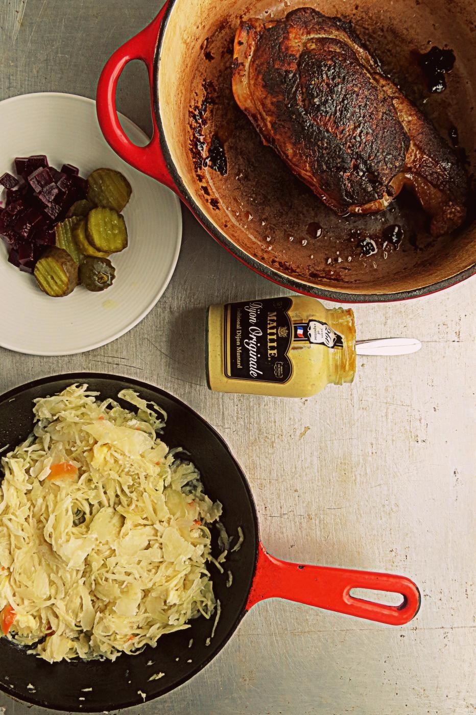 """Pulled Pork & Vodkalla,smetanalla ja valkosipulilla tuunattua hapankaali - """"Revittyä possua hapankaalin kera, ei voisi olla parempaa"""""""