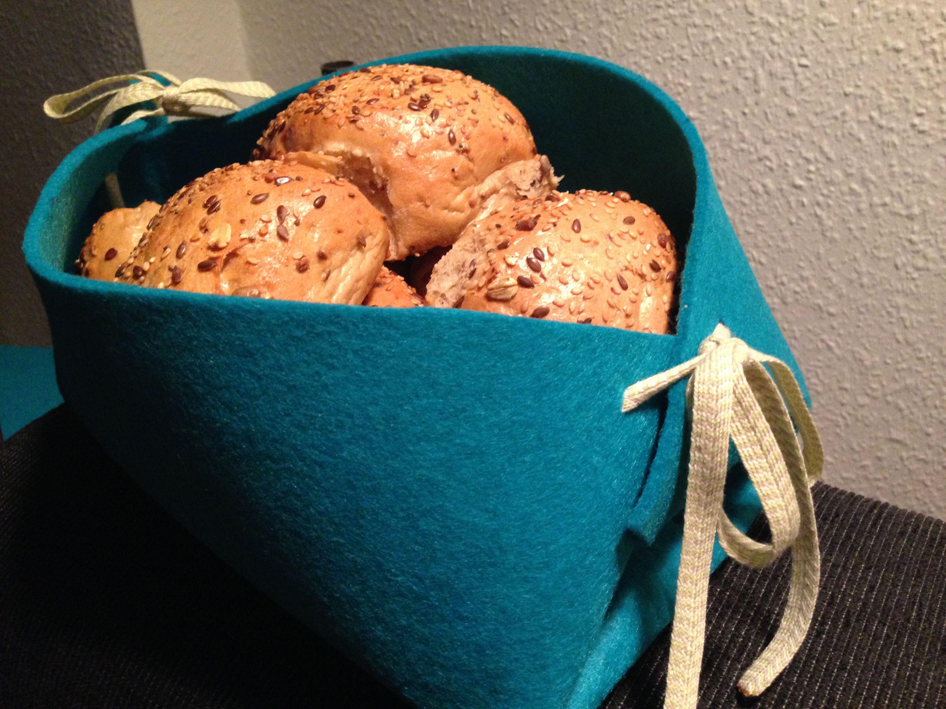 Hjemmelavede brødkurv i filt   DIY: http://www.pandurohobby.no/Inspirations/DmpInspirations/11/78796-Brodkurv-i-filt