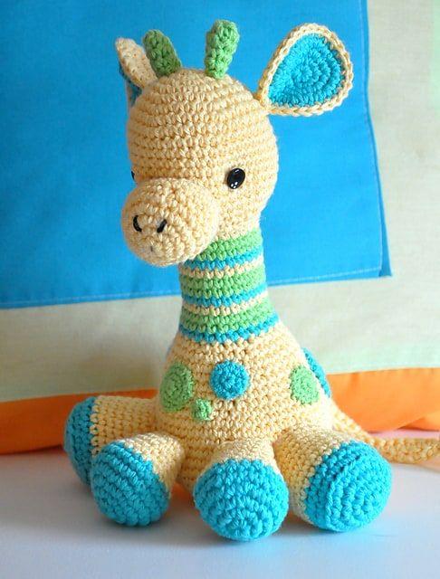 Sleeping Giraffe Amigurumi free crochet pattern - Amigu World | 640x486
