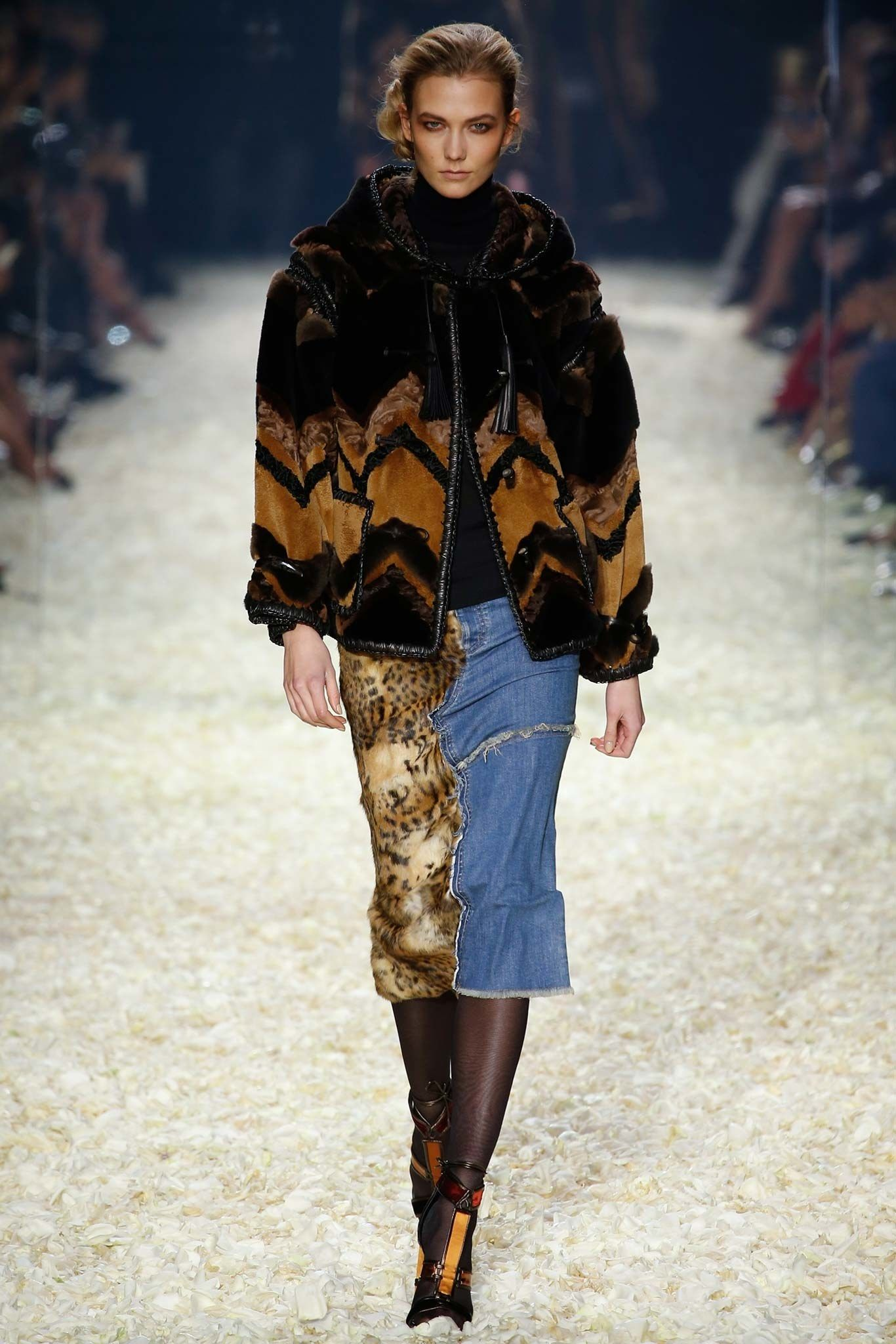 2856ff6439aed Tom Ford Fall 2015 Ready-to-Wear Fashion Show in 2019   女士裙   Tom ...