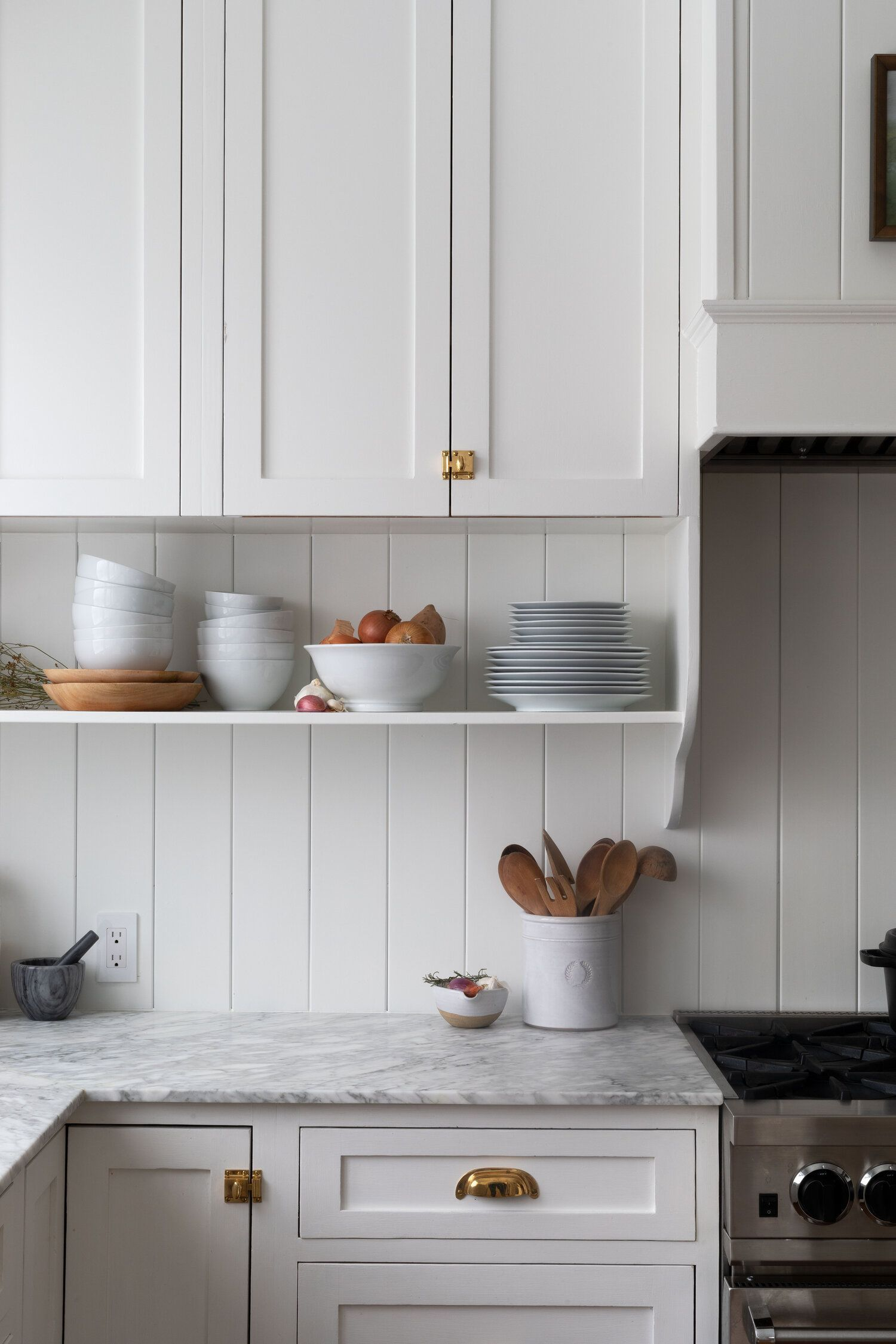 Our Farmhouse Kitchen Reveal The Grit And Polish Countrykitchens Our White Countrykit In 2020 Kitchen Decor Inspiration Classic White Kitchen Home Decor Kitchen