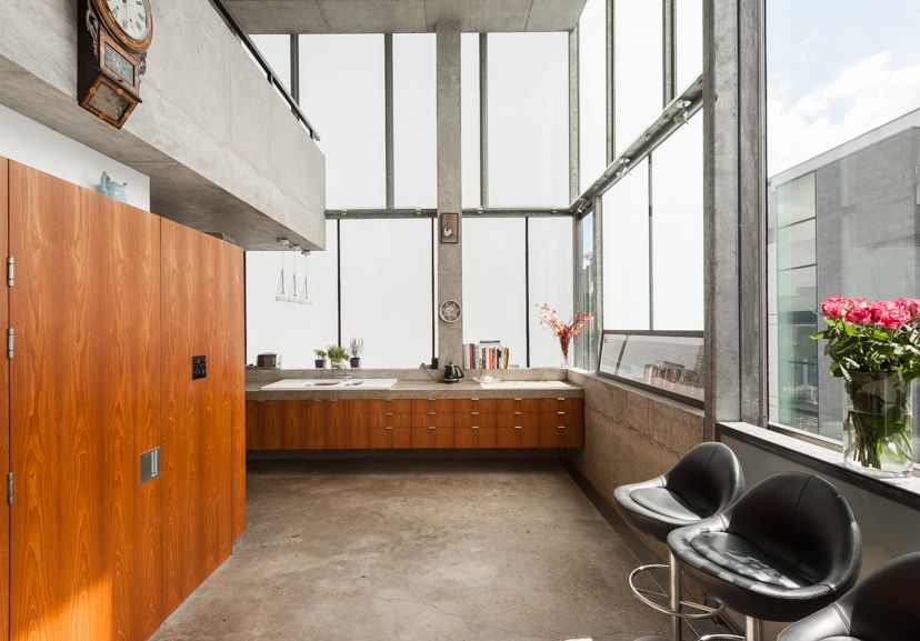 Located just off Brick Lane in the heart of Shoreditch, this remarkable contemporary house has dynamic double-height living spaces and a roof terrace with spectacular views of the City. Built for his own occupation by the architect William Russell in 2002, the house was extended and altered by Form Design Architecture in 2009. It is […]