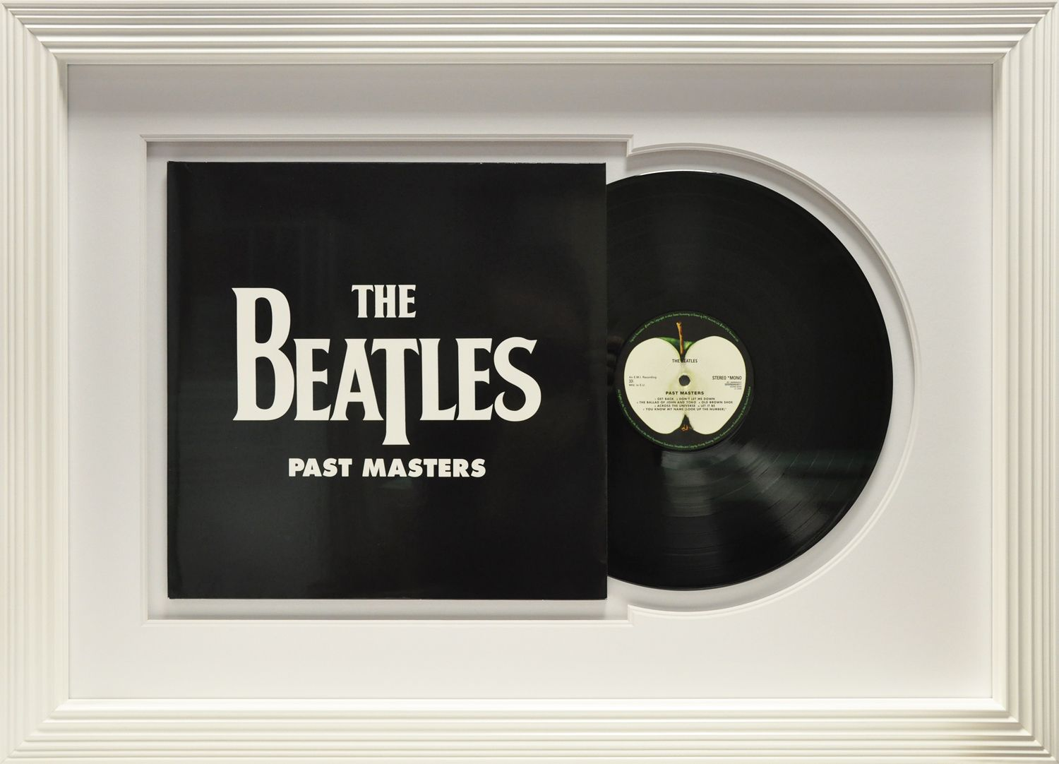 encadrement d 39 un vrai vinyl des beatles past masters encadrement collection pierre cardin. Black Bedroom Furniture Sets. Home Design Ideas